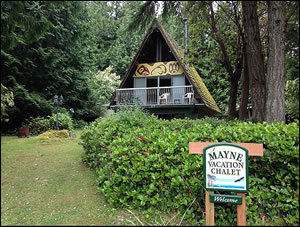 Across the street from Bennett Bay Beach, this sweet chalet is perfect for your Mayne Island Vacation